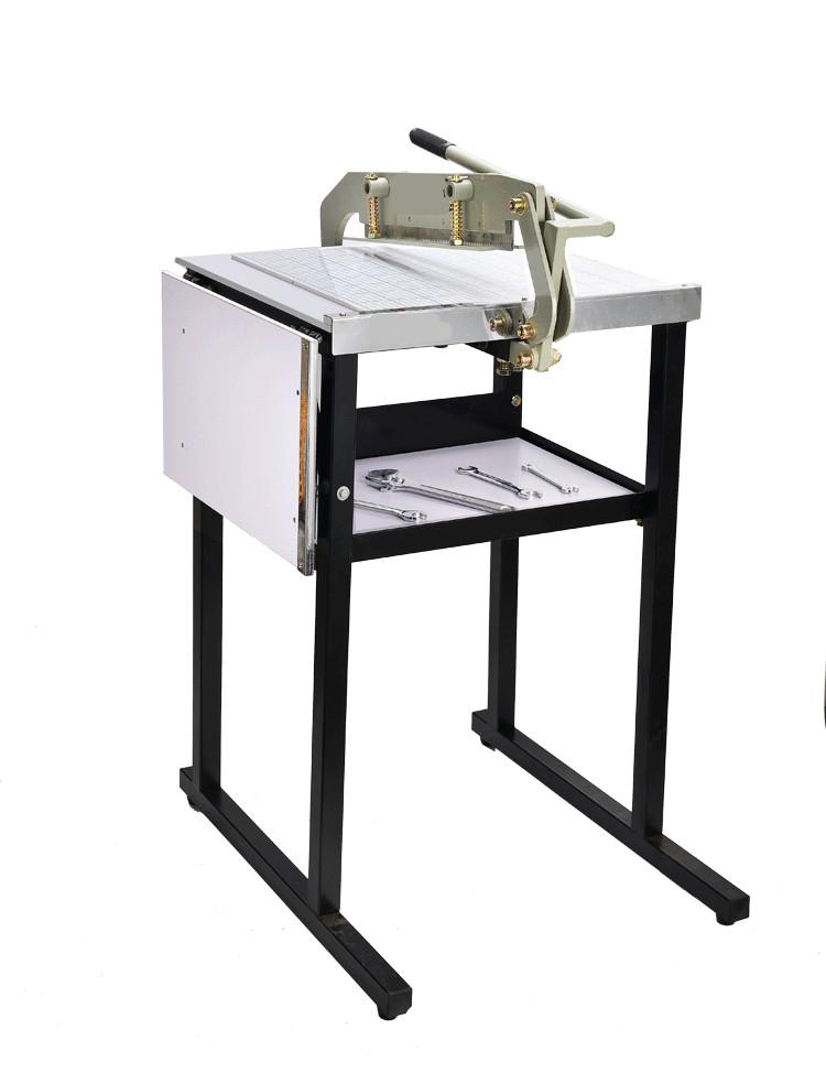 美眉拖拉机纸牌_纸张300mm裁切机