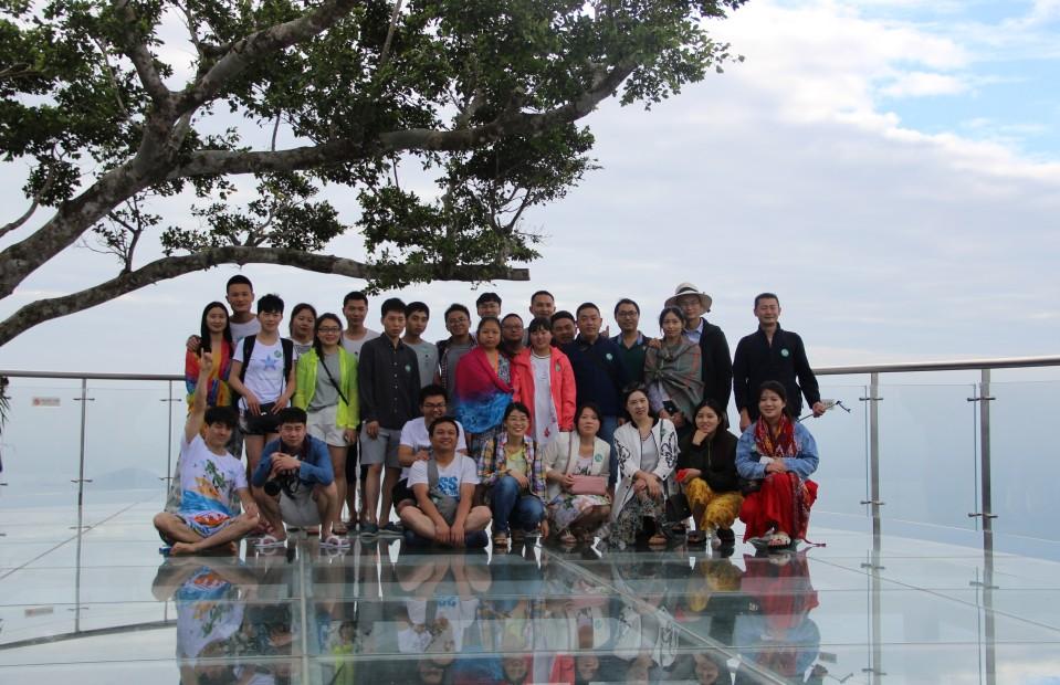公司组织全体员工三亚旅游